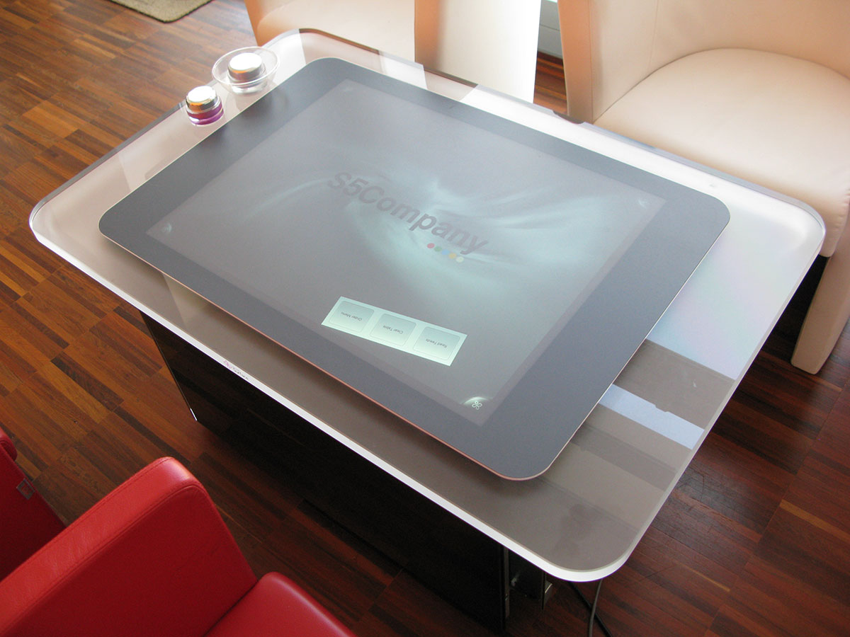 UX & UI for multitouch experience with Microsoft Surface