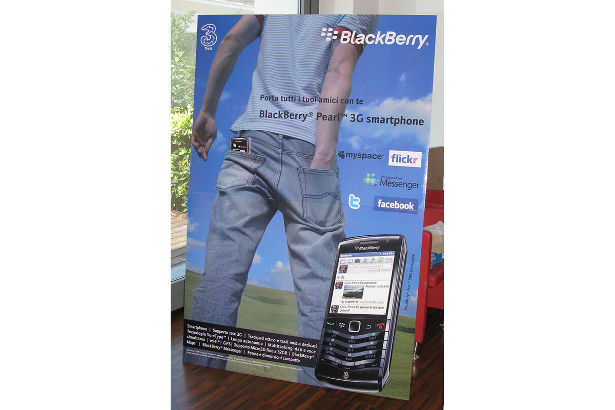 BlackBerry Pearl - totem/flyer dispenser